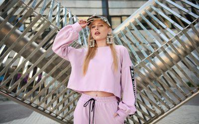 15 Tendencias de moda para mujer 2021 que no deberás olvidar en tu tienda